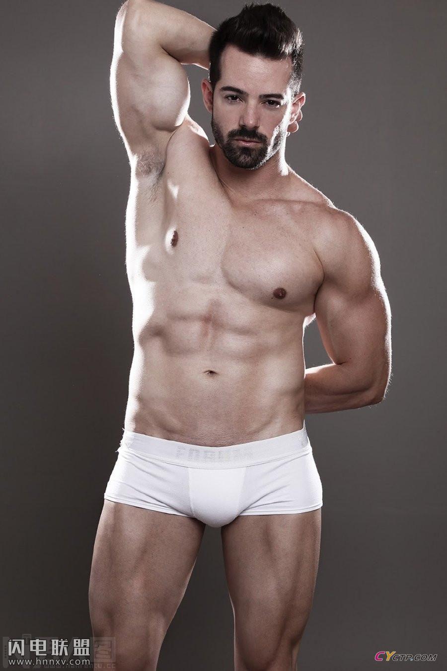 欧美性感型男帅哥同志只穿内裤大秀腹肌写真