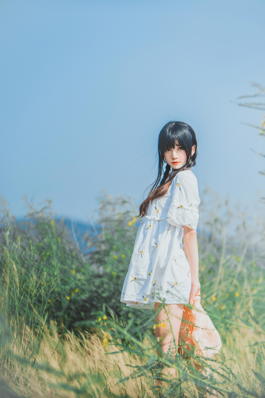 桜桃喵 - 田野 (这种天气真的很适合和她一起出去写生~~)