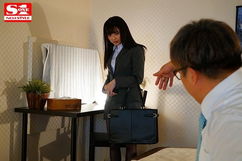 ssni-897身材瘦小的女职员槙いずな(槙泉奈)与巨汉上司在出差地的相室酒店…一天一夜真的不行了~-来了社长