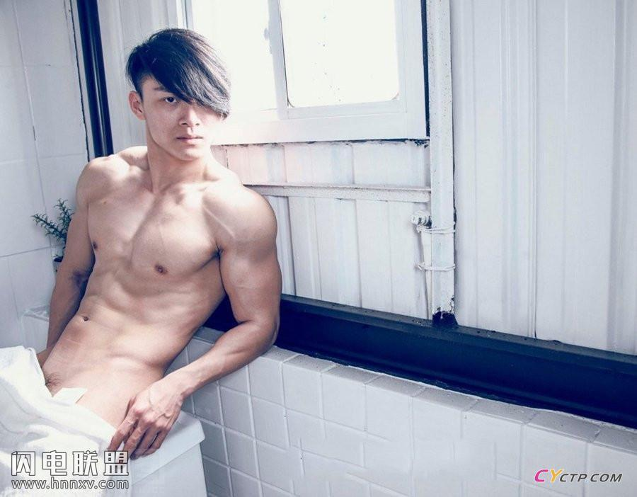性感体校肌肉帅哥诱人肉体腹肌写真图片