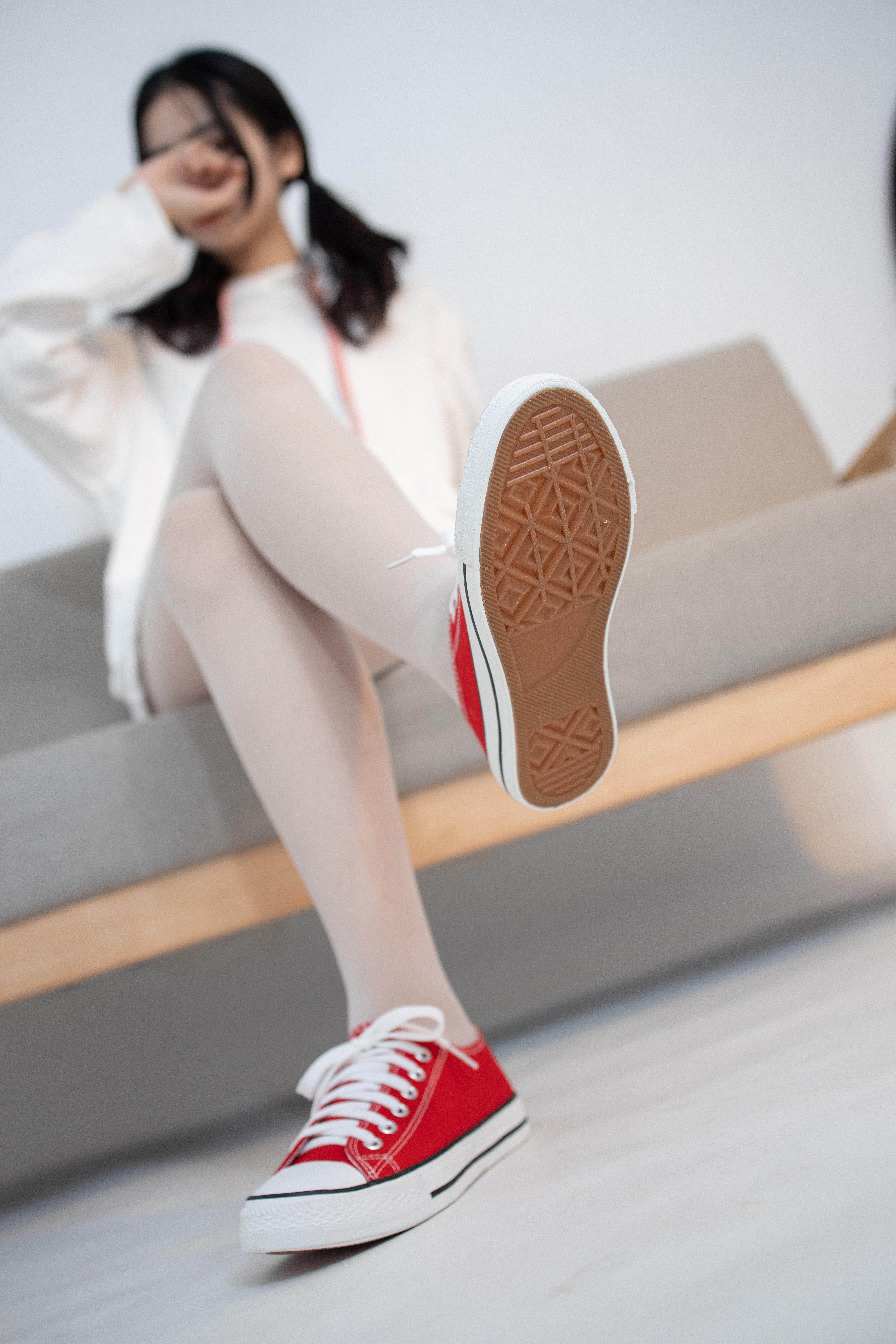 JKFUN-红色帆布鞋 无水印(俏皮的小学妹)资源内含视频!!!