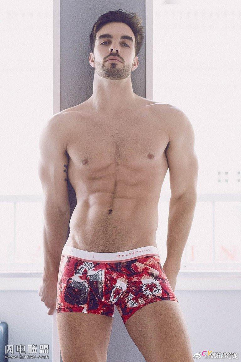 性感腹肌的欧美肌肉型男帅哥同志内裤写真