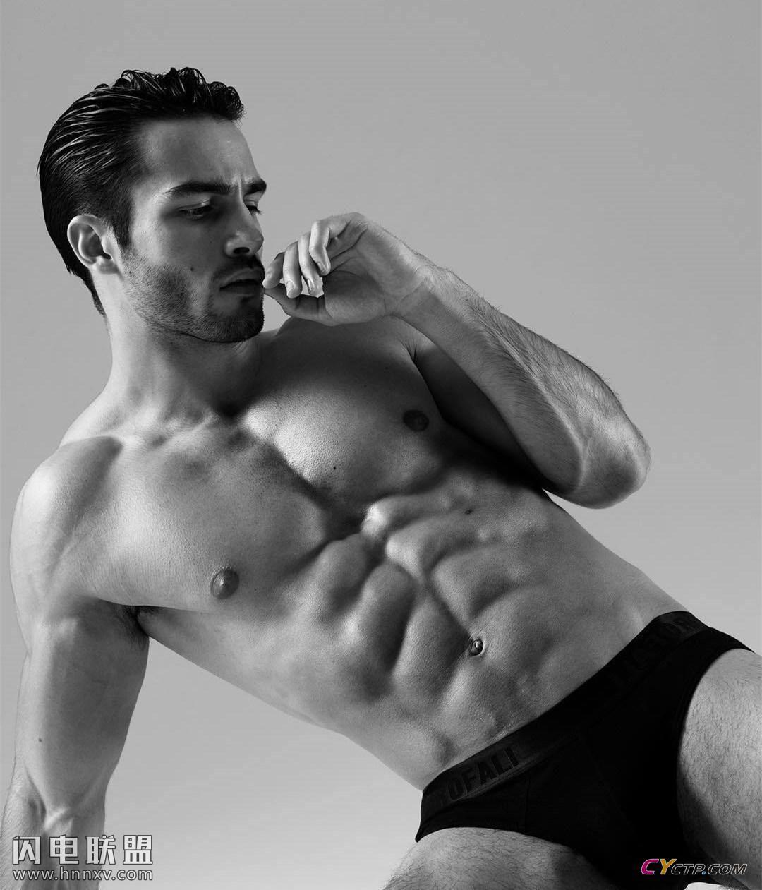 美国肌肉男神腹肌图片