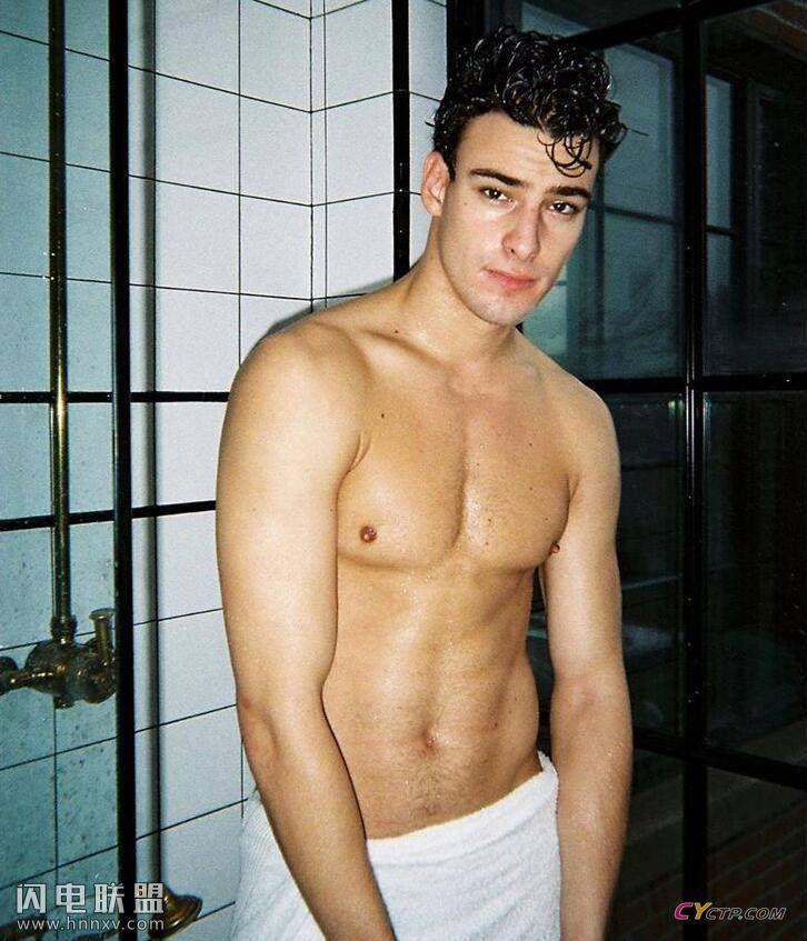 受气十足的欧美小鲜肉帅哥同志性感腹肌写真图片