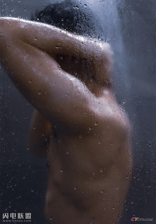 肌肉裸男洗澡图片无遮挡性感写真