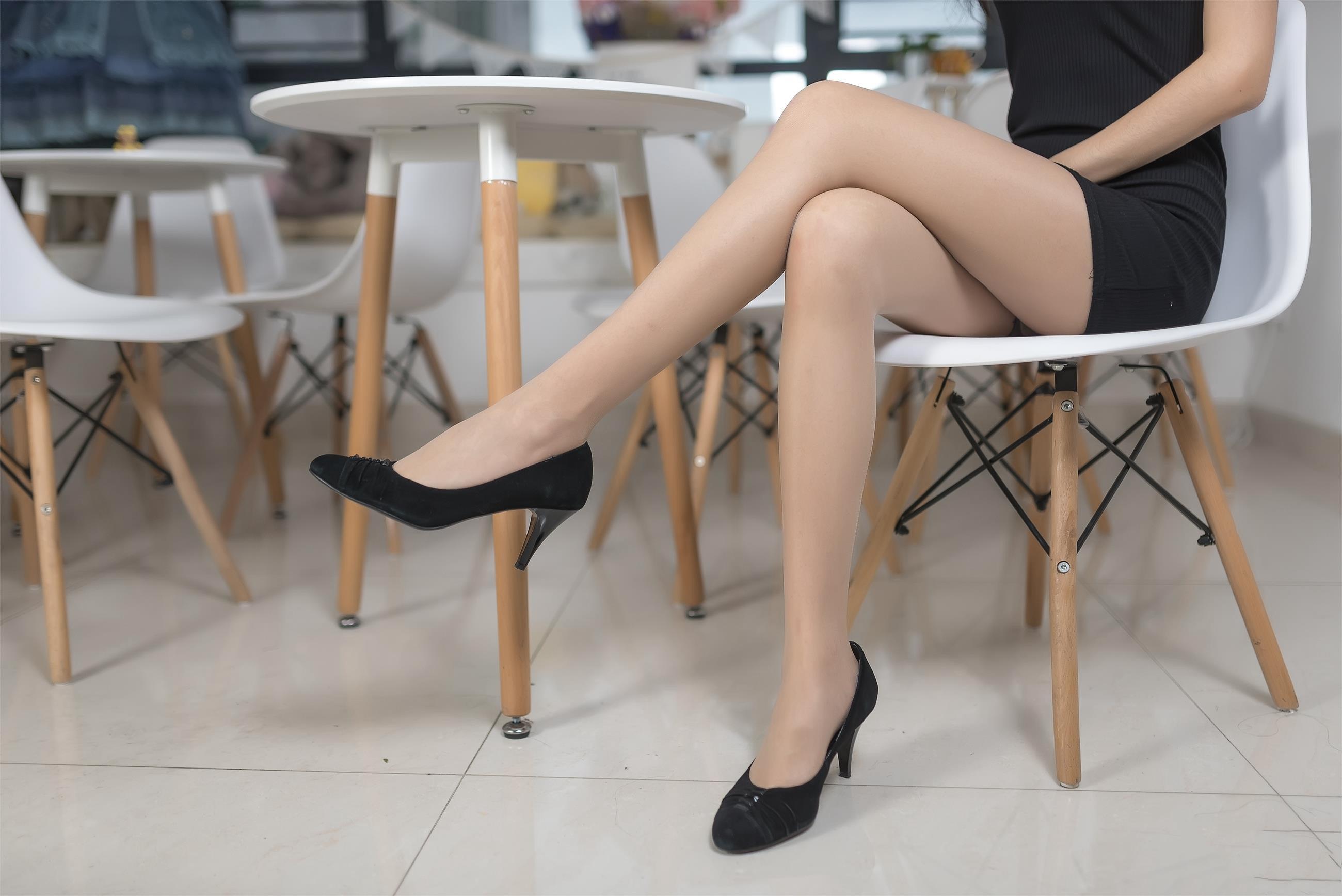 【风之领域0008】美翻了的御姐的丝袜腿,单看腿就感觉神经已经被麻醉!!!-蜜桃畅享