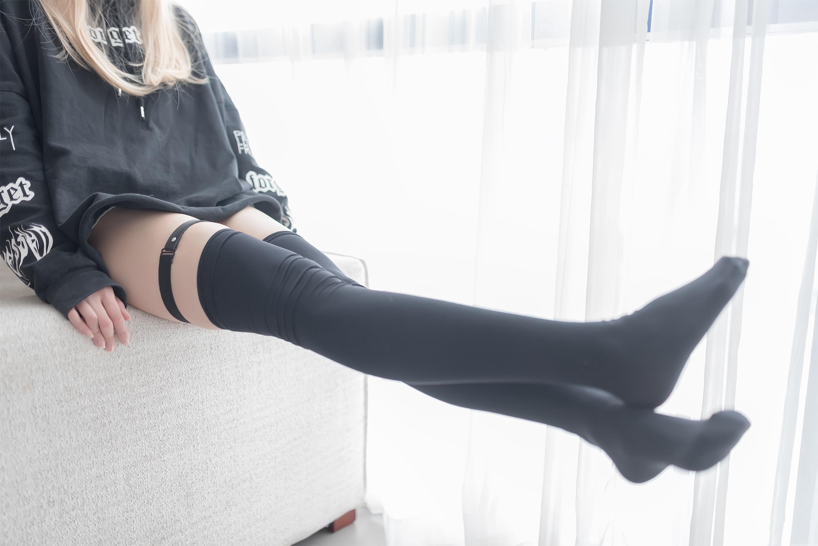 【风之领域0017】金发辣妹穿着黑丝在挑战你的极限,真的太迷人了,真的爱了爱了!!!-蜜桃畅享