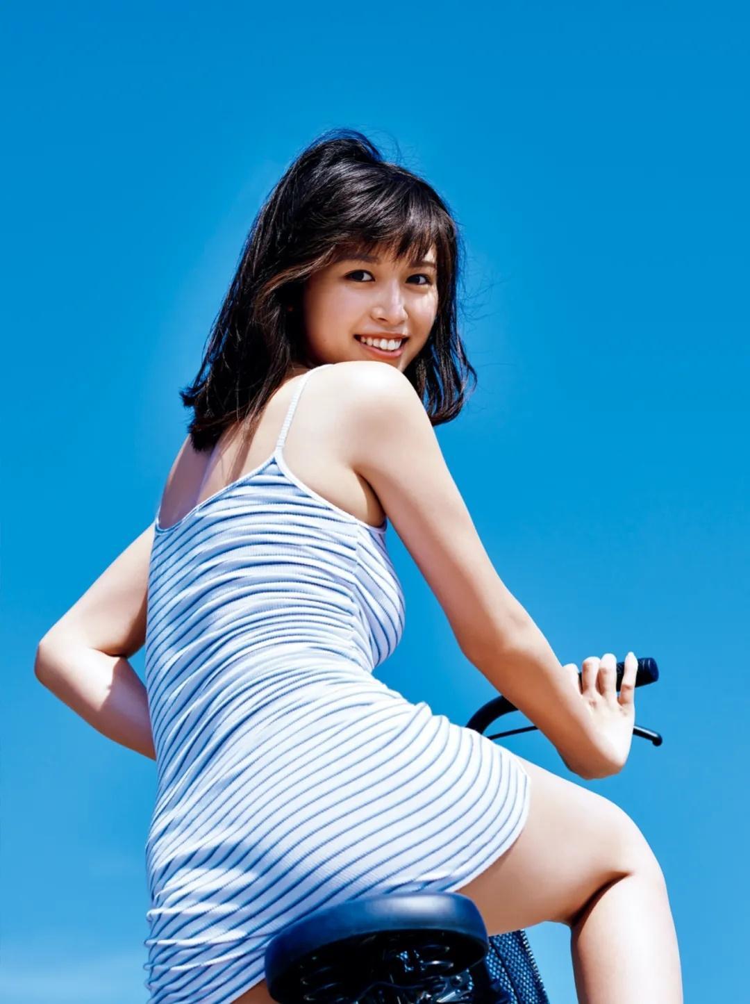 日本美女模特北向珠夕20岁纪念写真集《恋夕》