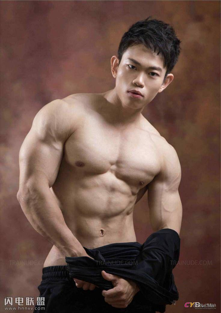 帅气小哥哥大秀八块腹肌性感写真图片