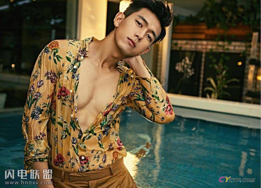 现男友李现帅气西装衬衫时尚写真