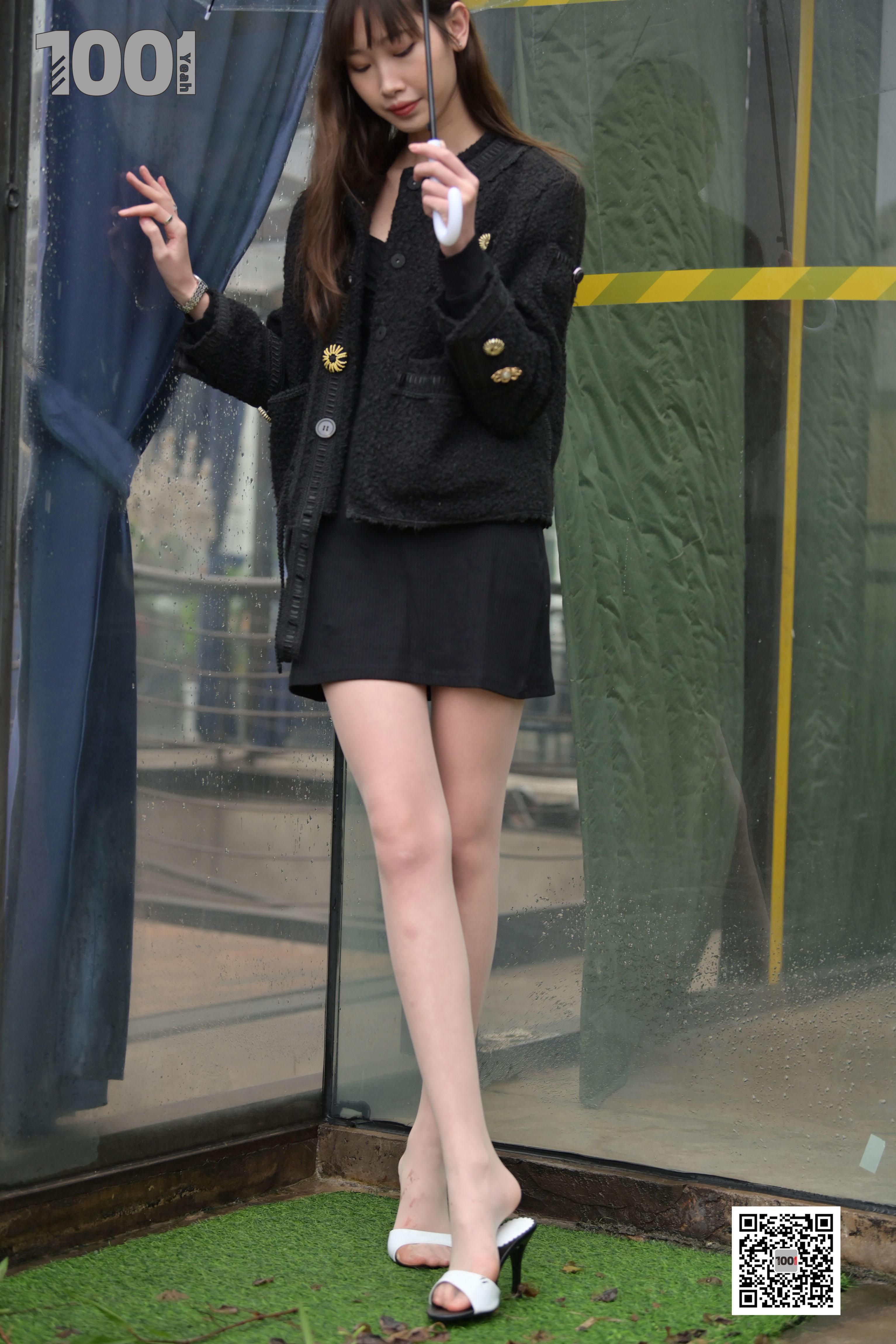 1001夜丝事 模特:《雨中漫步2》雨中的别样风景线