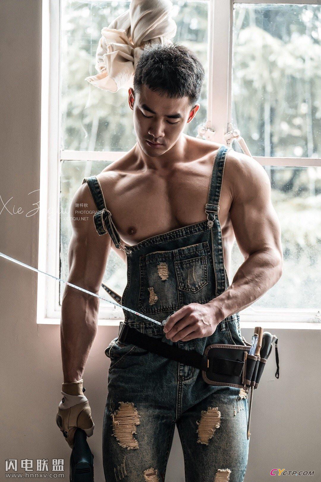 搜同网肌肉男艺术摄影写真图片
