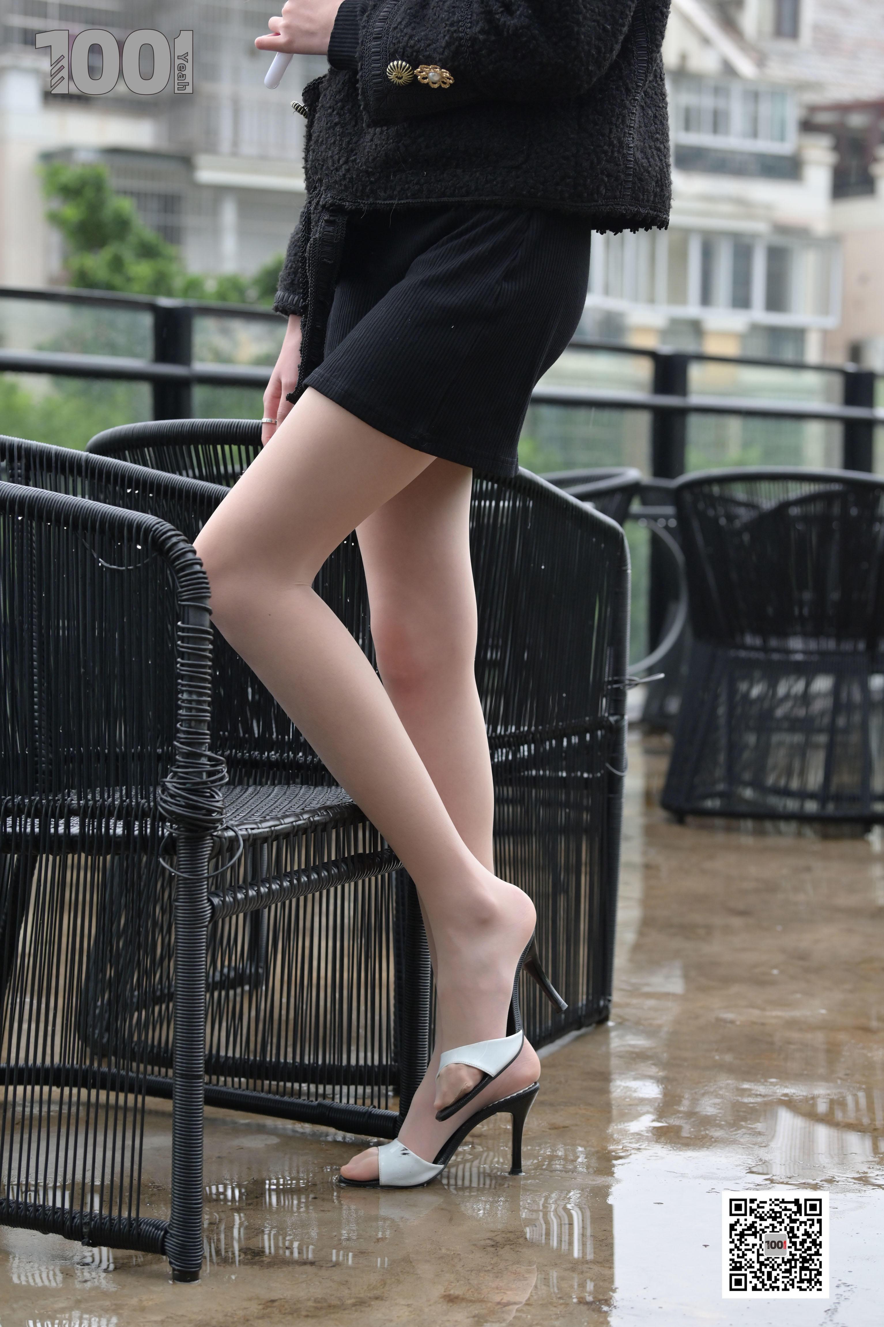 1001夜丝事 模特:《雨中漫步1》 走在路上必须多看两眼!!-蜜桃畅享