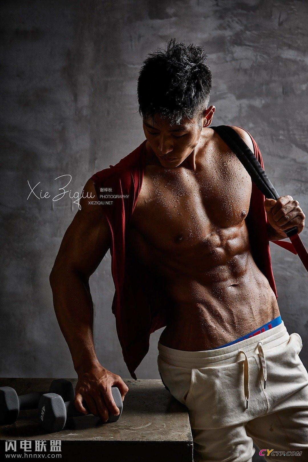 淡蓝网肌肉帅哥性感男体艺术照片