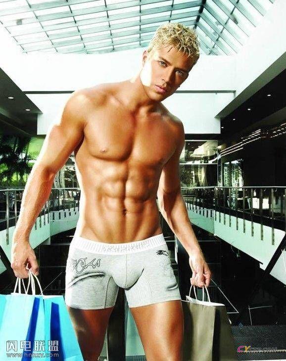 平头金发的欧美肌肉帅哥同志性感写真图片