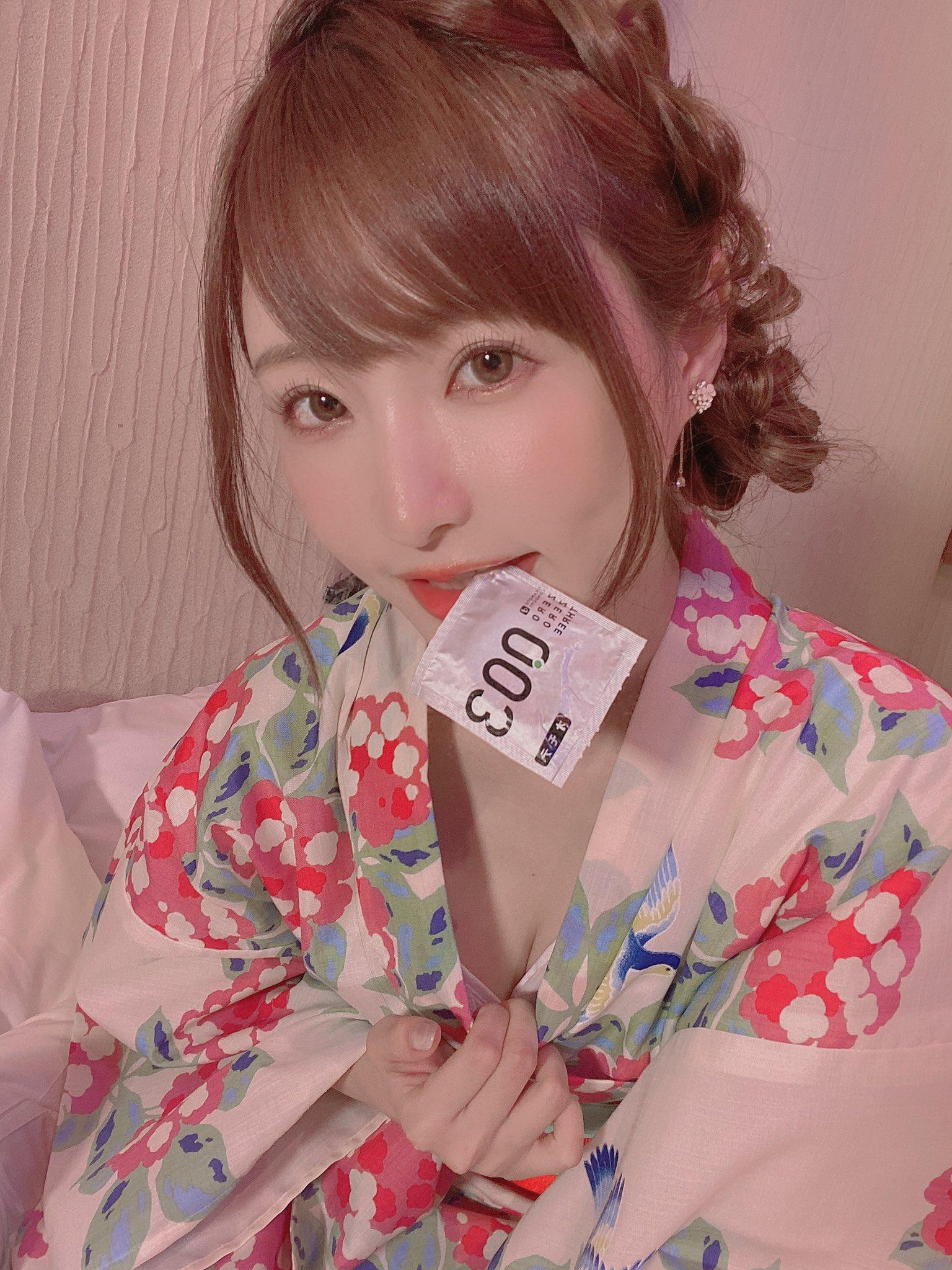 天使萌嘴角含避孕套坏笑 明日花绮罗狂秀自家品牌内衣 妹子图 热图7