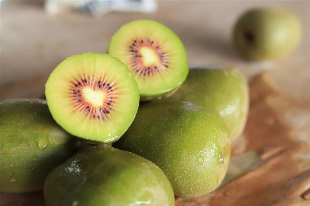 红心猕猴桃4.8斤 眉山·浦江直供红心猕猴桃,天然无污染可食率高达97%。催熟后,薄甜多汁!大咬一口,浓浓的汁水,甜爆了