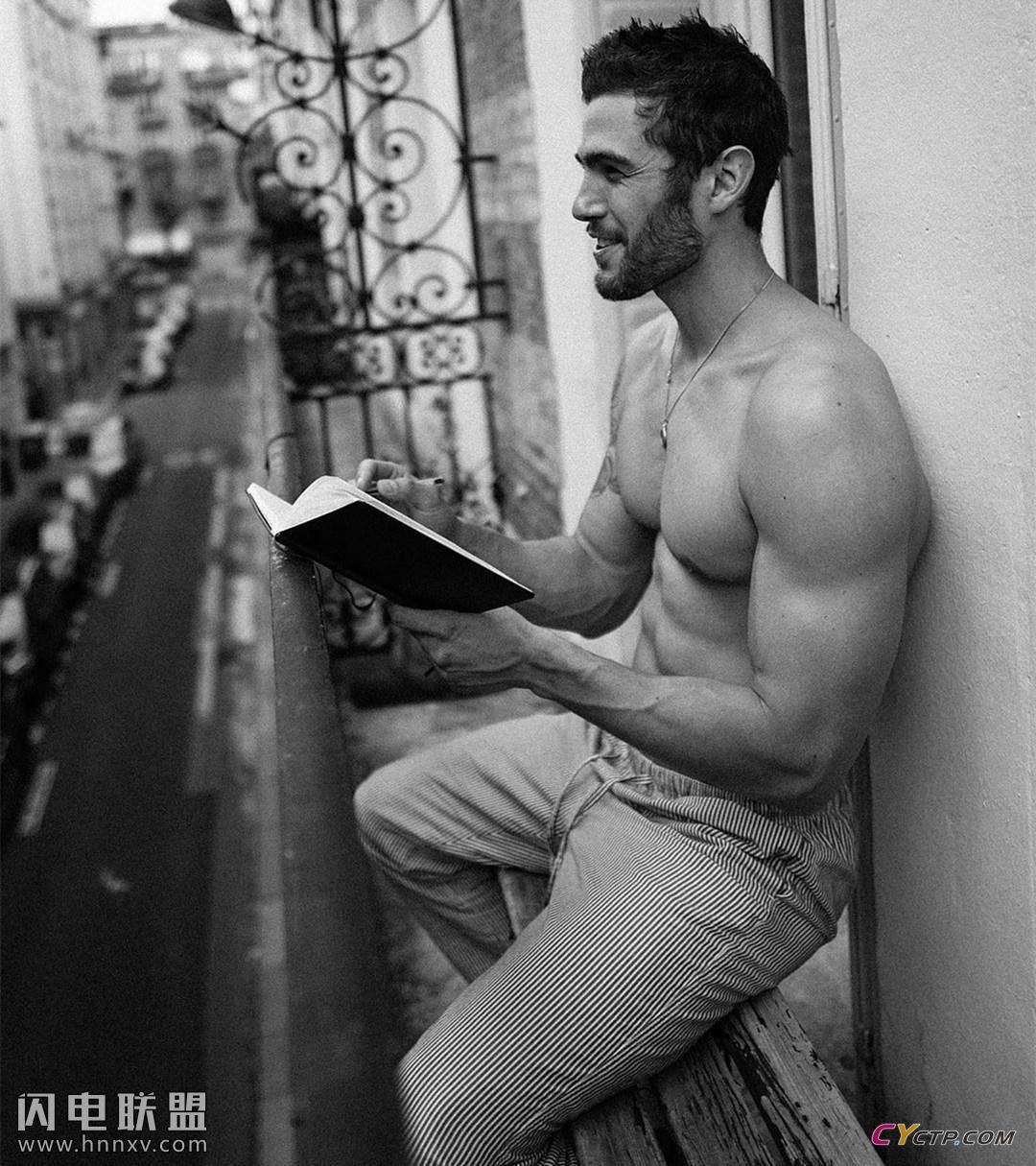 完美体形肌肉男模私房照第5张
