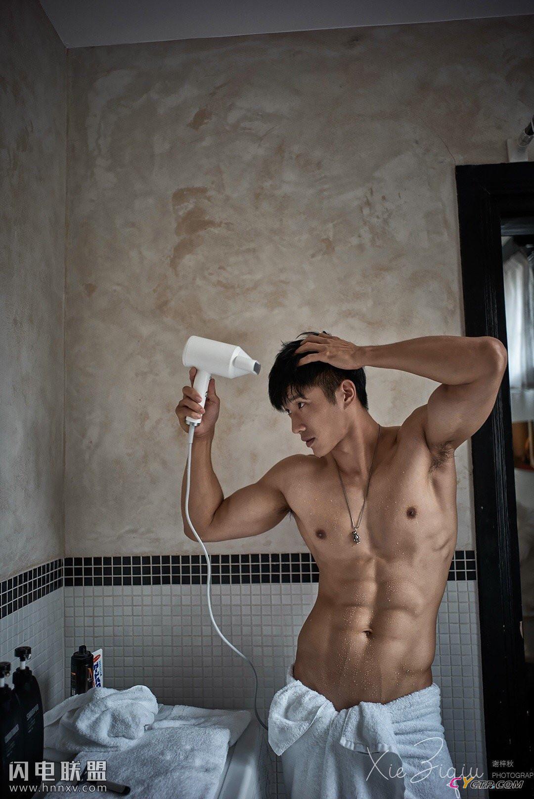 肌肉裸男洗澡图片无遮挡高清