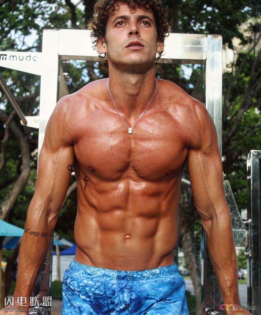 欧美肌肉男模腹肌图片