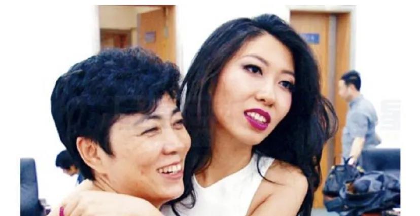 母亲涉嫌贪污3.5亿,入狱6年,曲婉婷的歌声里杂质太多!