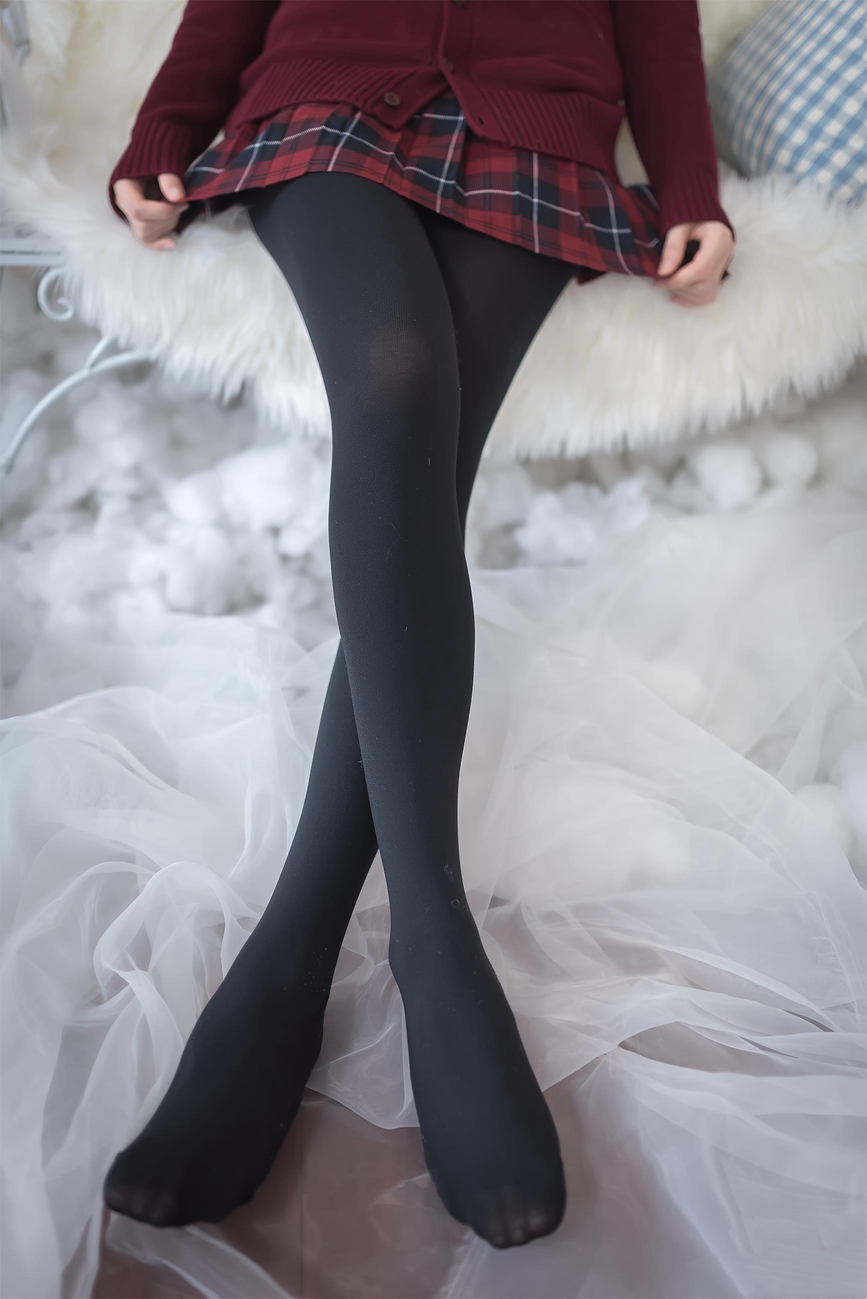 【风之领域0010】秋天福利,学妹黑丝小格子裙真的是超级搭配,真的是爱了爱了!!-蜜桃畅享