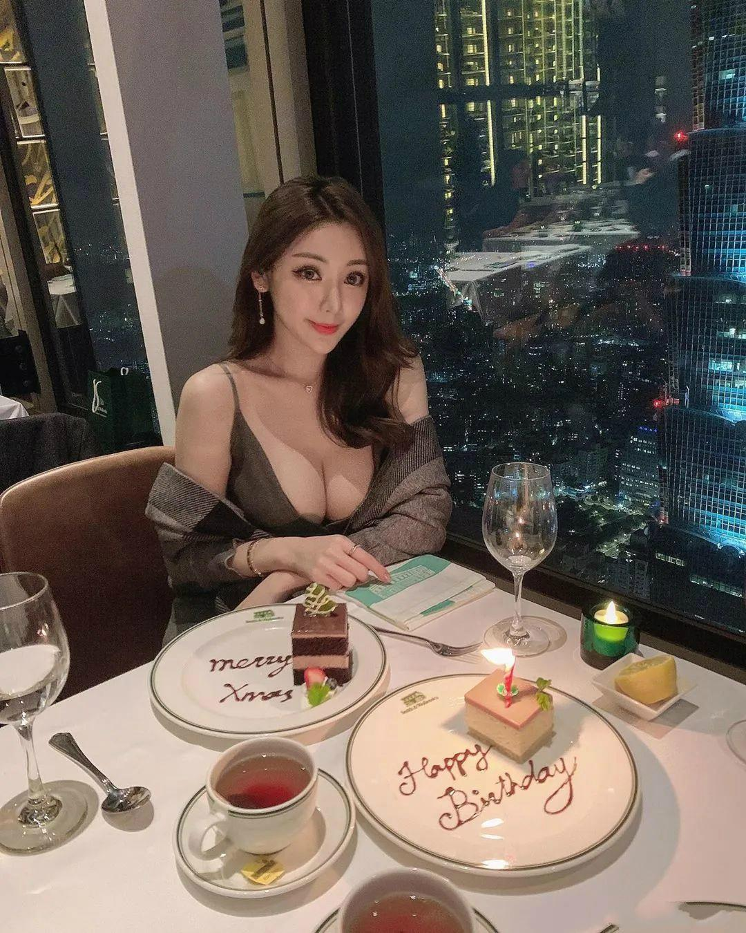 台湾网红英雄联盟美女玩家 黄冠洁