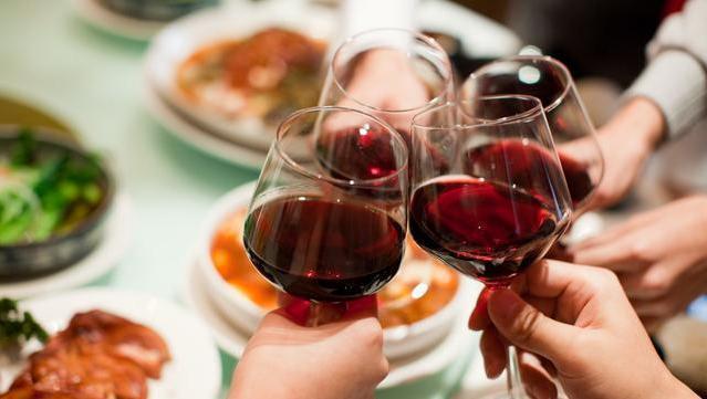 喝酒对人的身体有什么危害 酗酒的危害主要有哪些