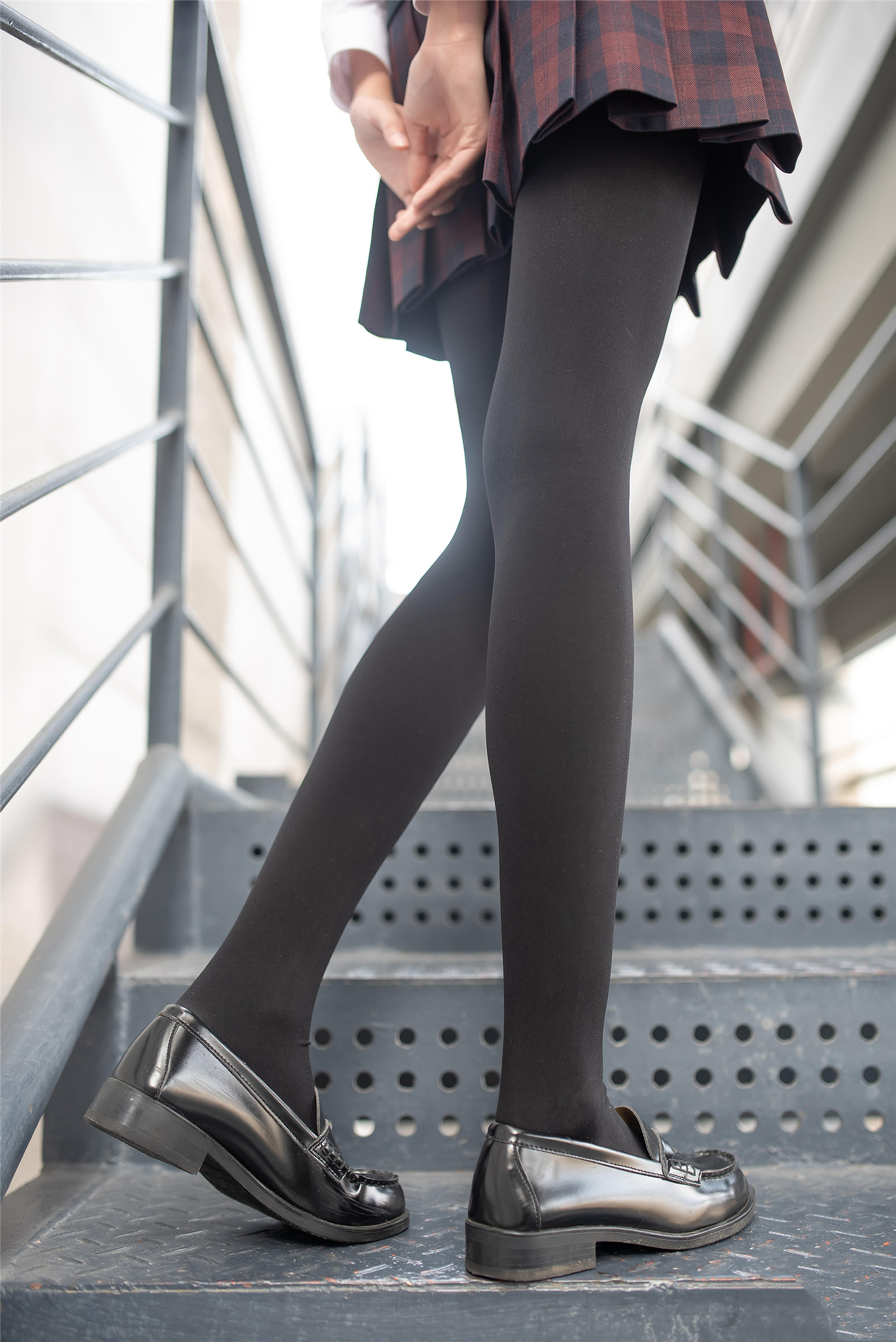 【风之领域0020】一双美腿走天下,美少女纯黑丝袜太诱人,网友狂喊需要纸巾!!!