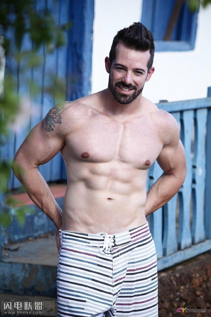 性感欧美肌肉帅哥完美腹肌写真图片