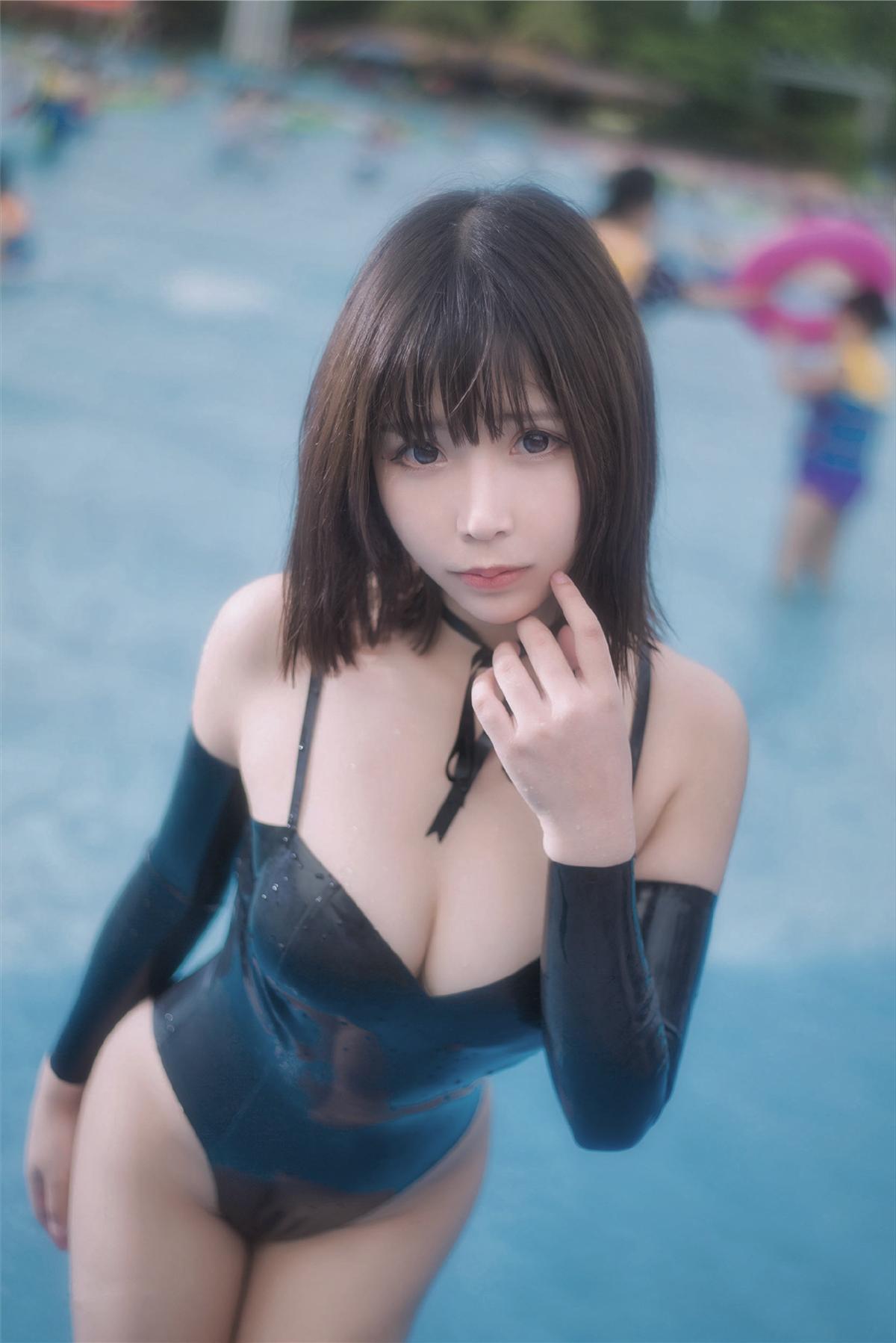抱走莫子A 萤火虫长隆水上乐园 黑色乳胶泳衣[40P 215M]