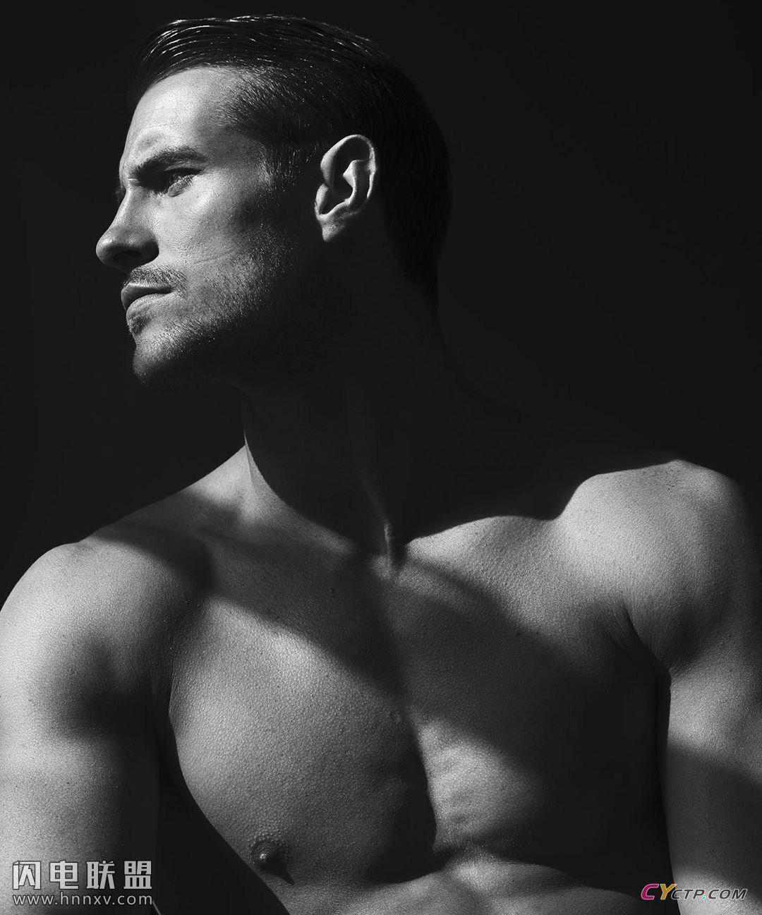 欧美肌肉男模上半身裸体图片第2张