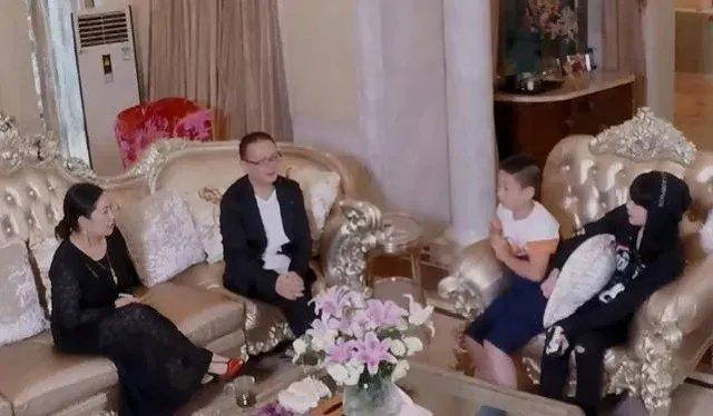 男版曲婉婷?R1SE男团周震南父母被曝光,不是富豪而是老赖?