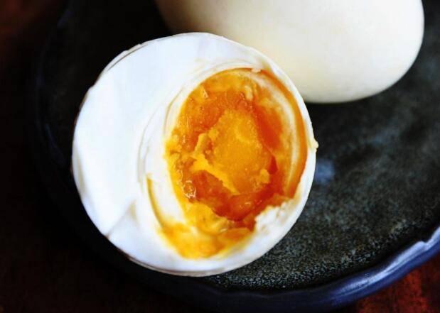 咸鸭蛋的保质期多长时间?保质期过了还能吃吗