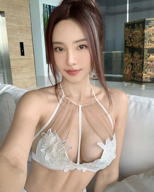马来西亚钢琴女神李元玲,「中毒挨针」深U背心出院 福利吧 第12张