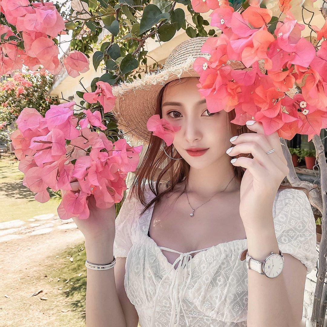 亚洲大学网红校花卢盈汝,窈窕漂亮长腿纤细太诱人!