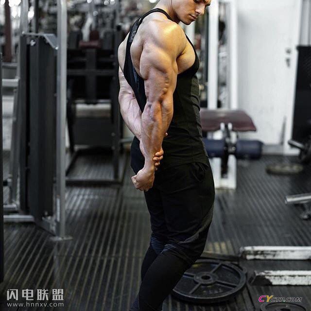 腹肌分明成熟魅力的欧美肌肉型男帅哥性感写真