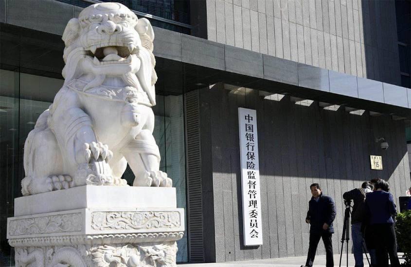 银保监会回应资管新规过渡期将延长:严格执行规定 研究适度调整