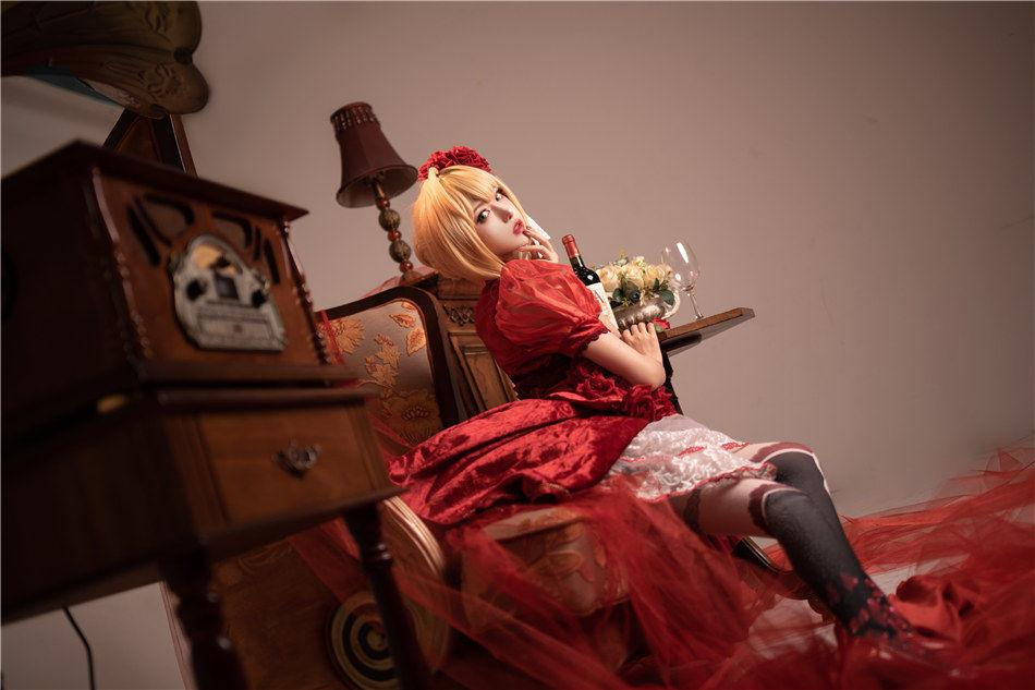 【Cosplay】网红COSER @Shika小鹿鹿 尼禄深V礼服