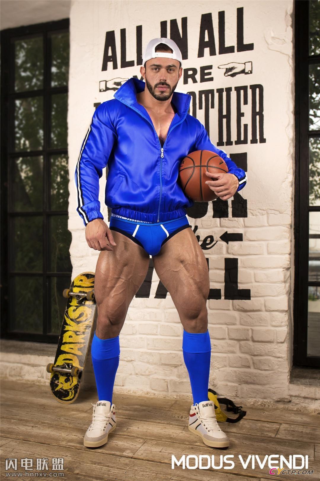 欧美肌肉型男大秀身材杂志封面写真图片
