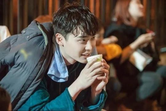 继权志龙之后李钟硕也将退伍回归荧幕,出演《魔女2》备受期待!