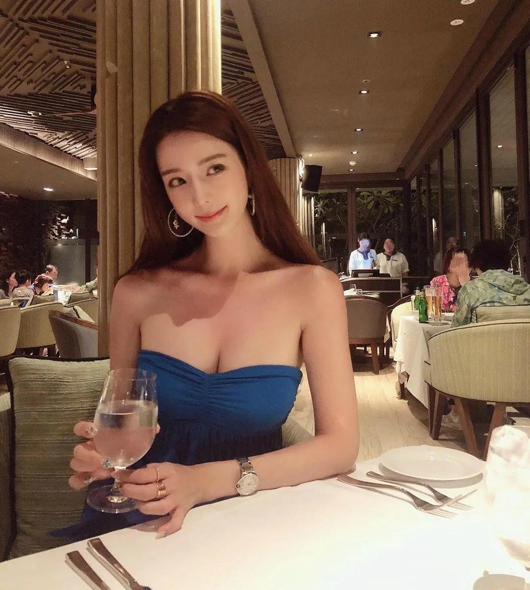 韩国性感魔女小姐姐:짜증대마녀 (Manyo Yoojin)