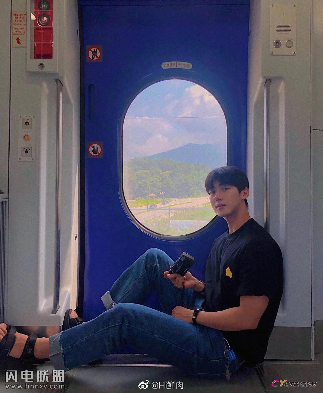 高颜值韩国小鲜肉男模帅哥迷人生活照图片