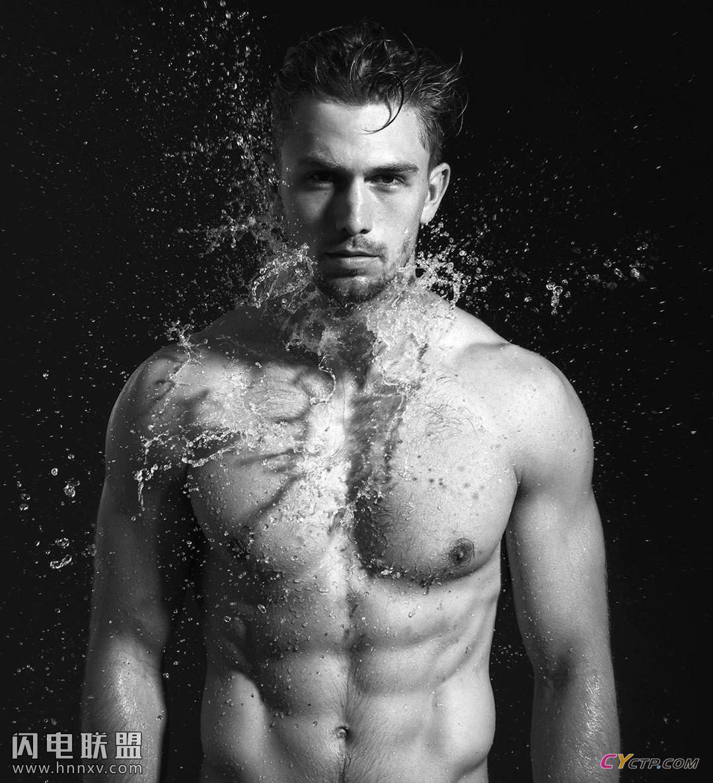 欧美肌肉裸男洗澡图片无遮挡