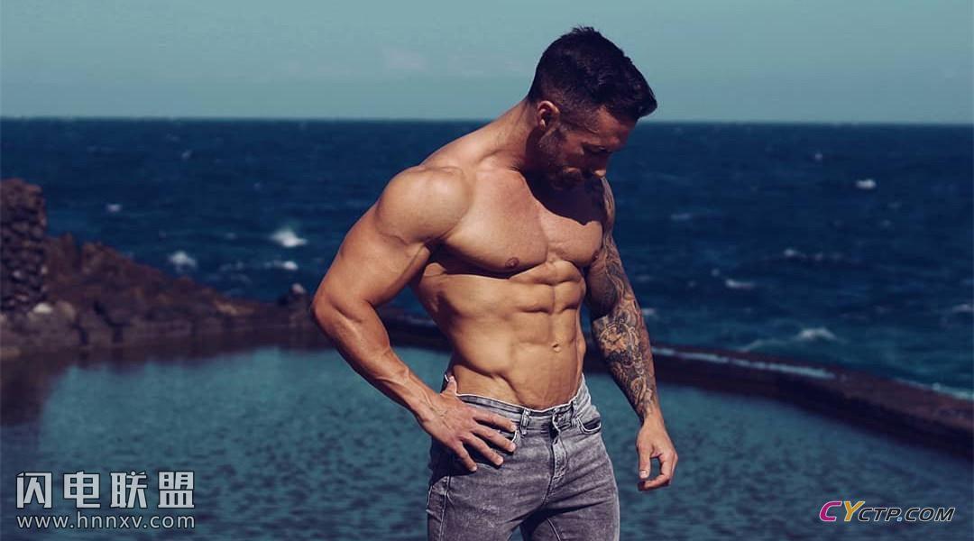 欧美肌肉男海边高清写真照片