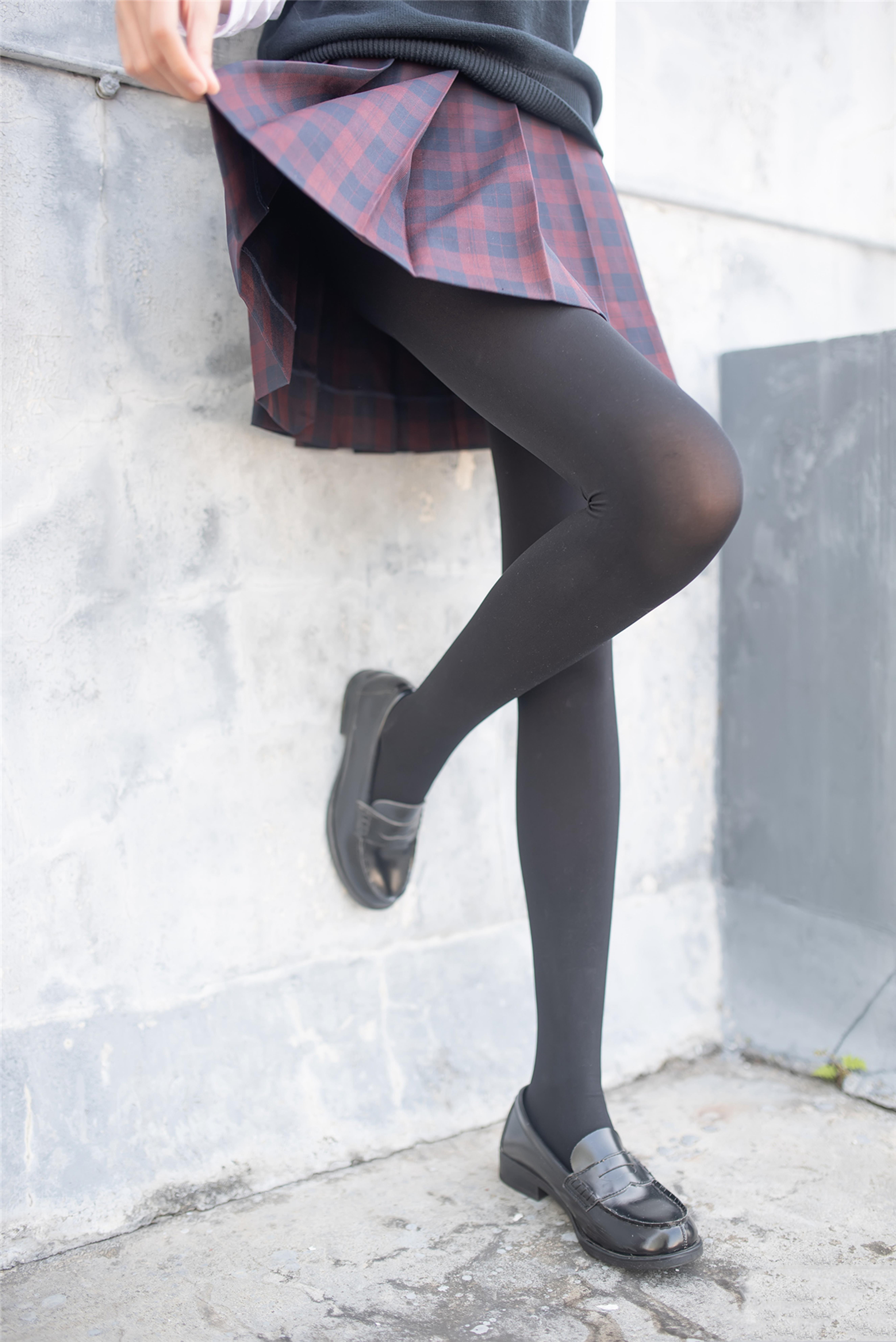 【风之领域0020】一双美腿走天下,美少女纯黑丝袜太诱人,网友狂喊需要纸巾!!!-蜜桃畅享