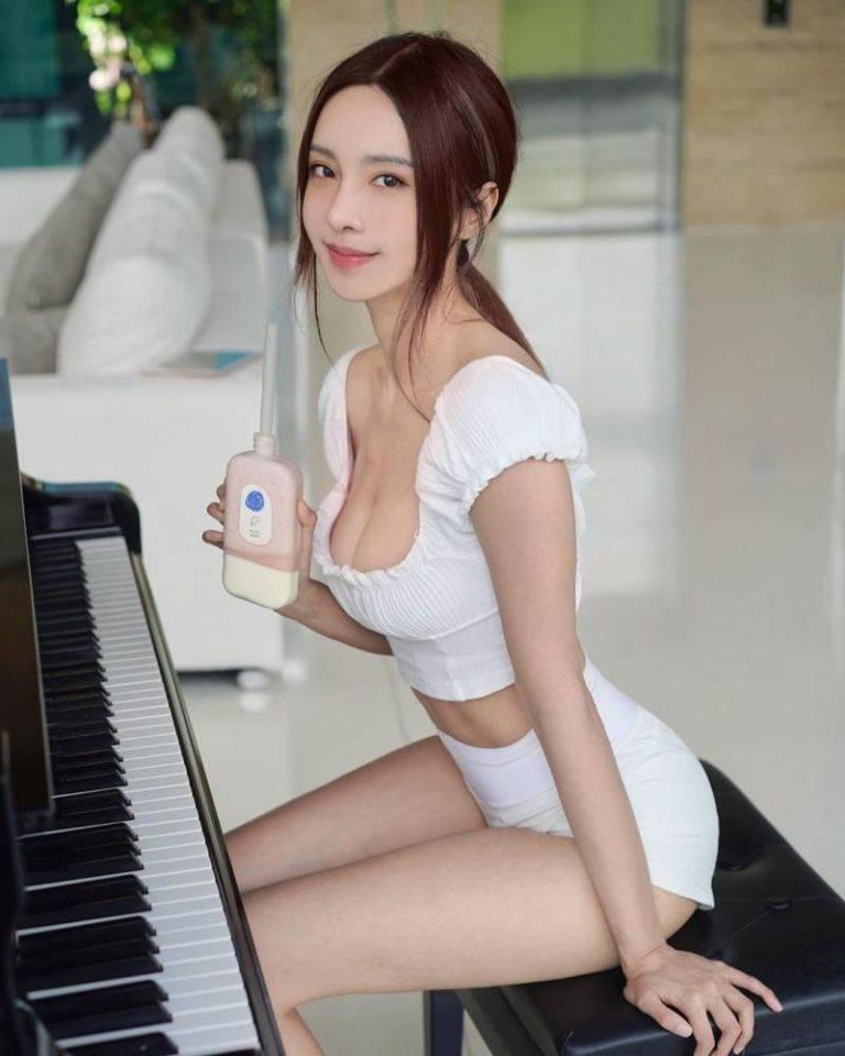 马来西亚钢琴女神李元玲,「中毒挨针」深U背心出院 福利吧 第2张