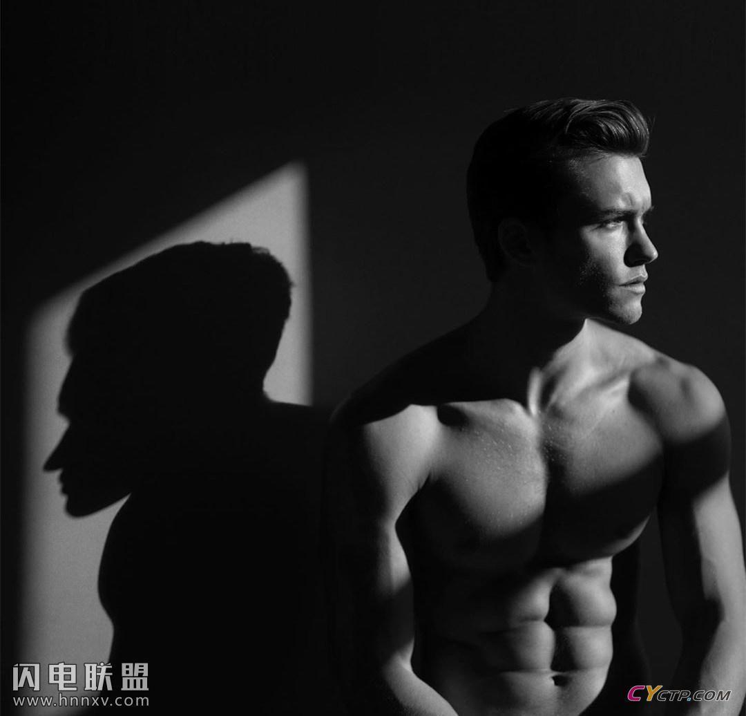 欧美肌肉男模上半身裸体图片第3张
