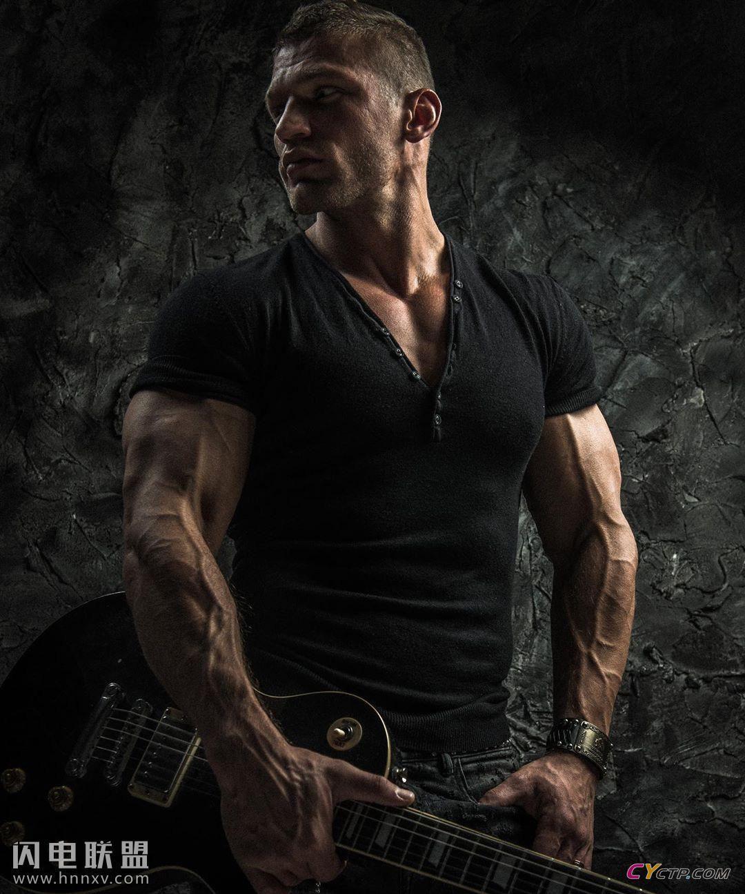 欧美肌肉猛男Nik Aleksandrov性感个人写真图片