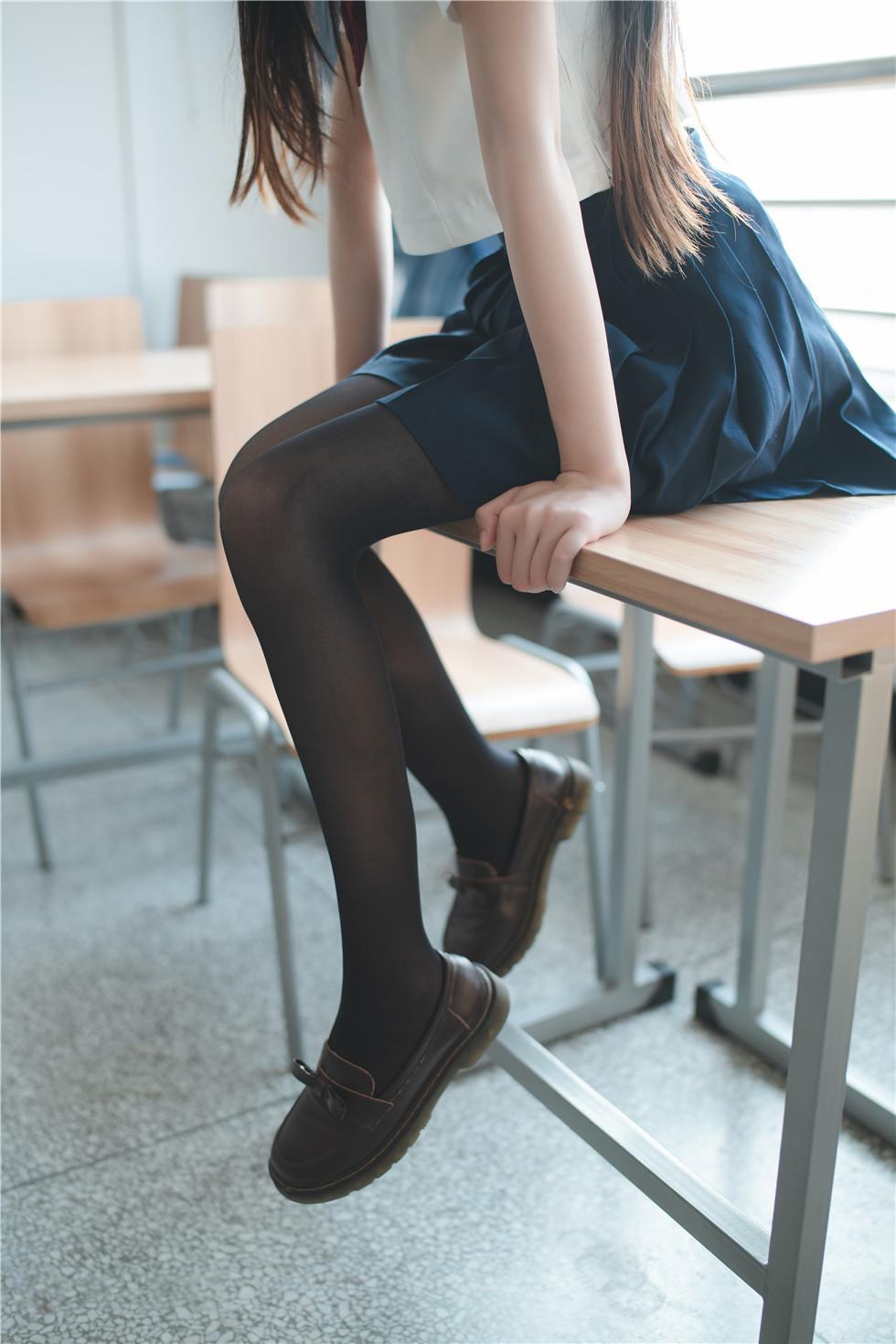 喵糖映画-黑丝学生服